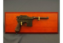 REPLIKA PISTOLET MAUSER C96 NA TABLO DENIX MODEL 1024+TM+35