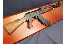 REPLIKA KARABIN AK47, ZSRR 1947r NA TABLO DENIX MODEL 1086+TD