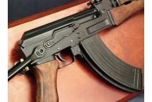 REPLIKA KARABIN MASZYNOWY AK-47 NA TABLO DENIX MODEL 1097+TD