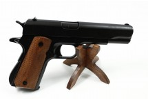 REPLIKA PISTOLET AUTOMATYCZNY M1911A1.45 na stojaku DENIX MODEL 8312+800