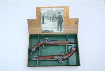 REPLIKI DWA PISTOLETY BRESCIA w lakierowanym pudełku DENIX MODEL 2-1013 G